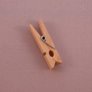 Petite pince à linge en bois